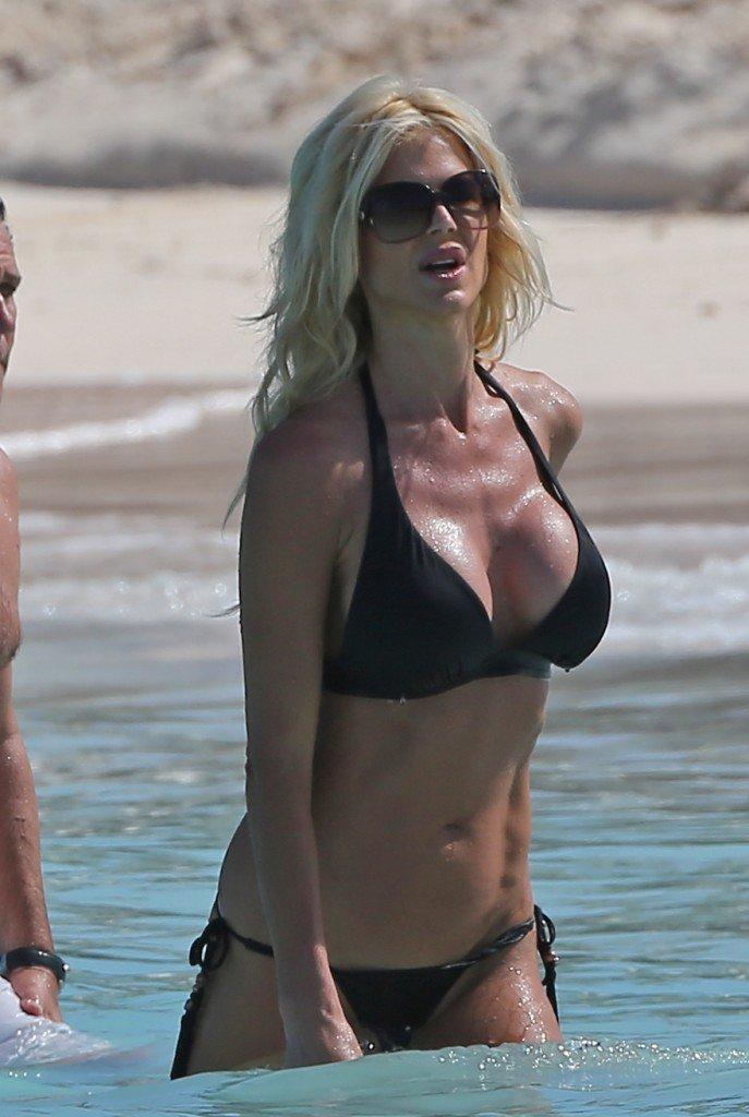Victoria-Silvstedt-in-a-Bikini-16