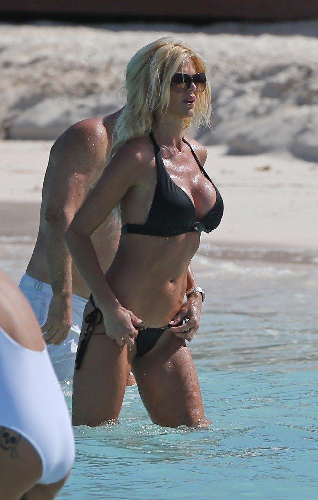 Victoria Silvstedt in a Bikini (22 Photos)