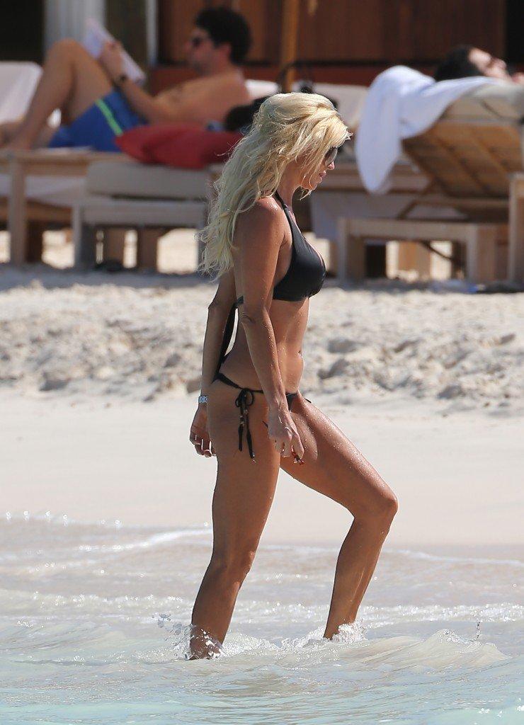 Victoria-Silvstedt-in-a-Bikini-5