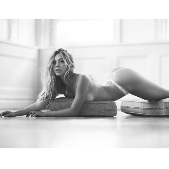 Alexis Ren Topless (2 Photos)