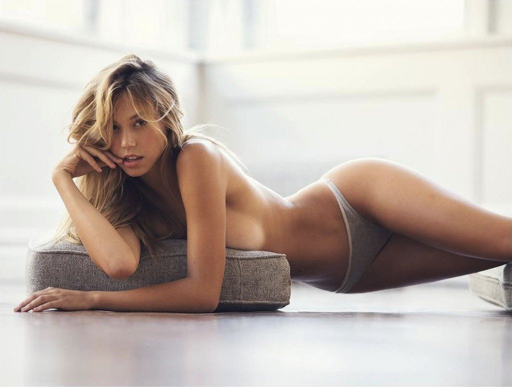 alexis ren topless 2 photos thefappening