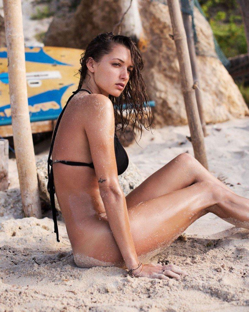 Alyssa Arce Sexy & Topless (25 Photos)