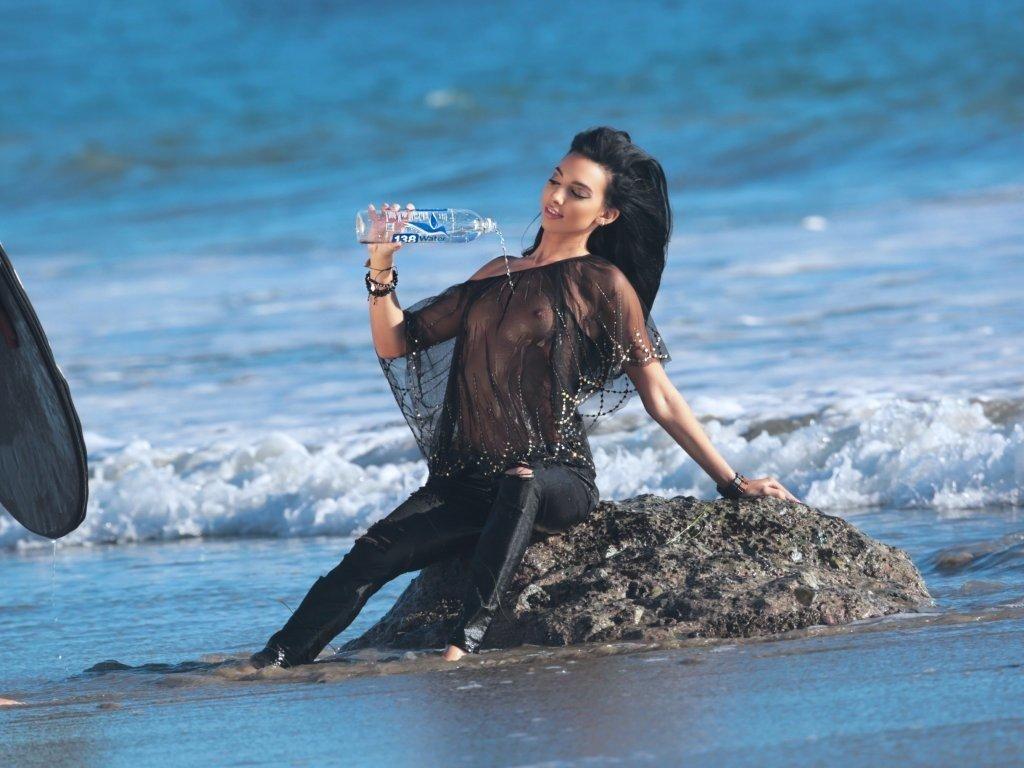 Amanda Geores See Through (31 Photos)