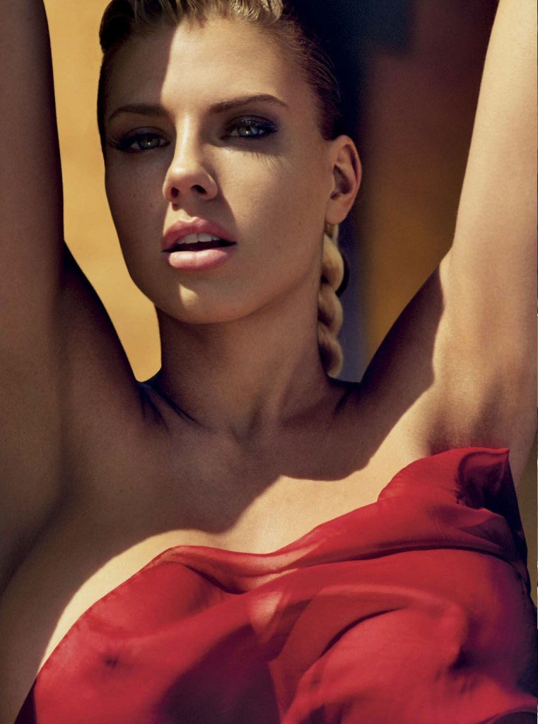 Charlotte McKinney Nude (10 Photos)
