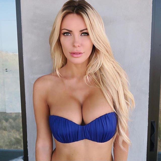 Crystal Hefner Sexy (4 Photos)