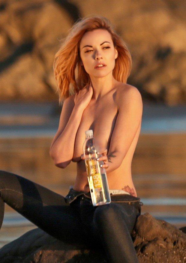 Elizabeth-Marxs-Topless-2