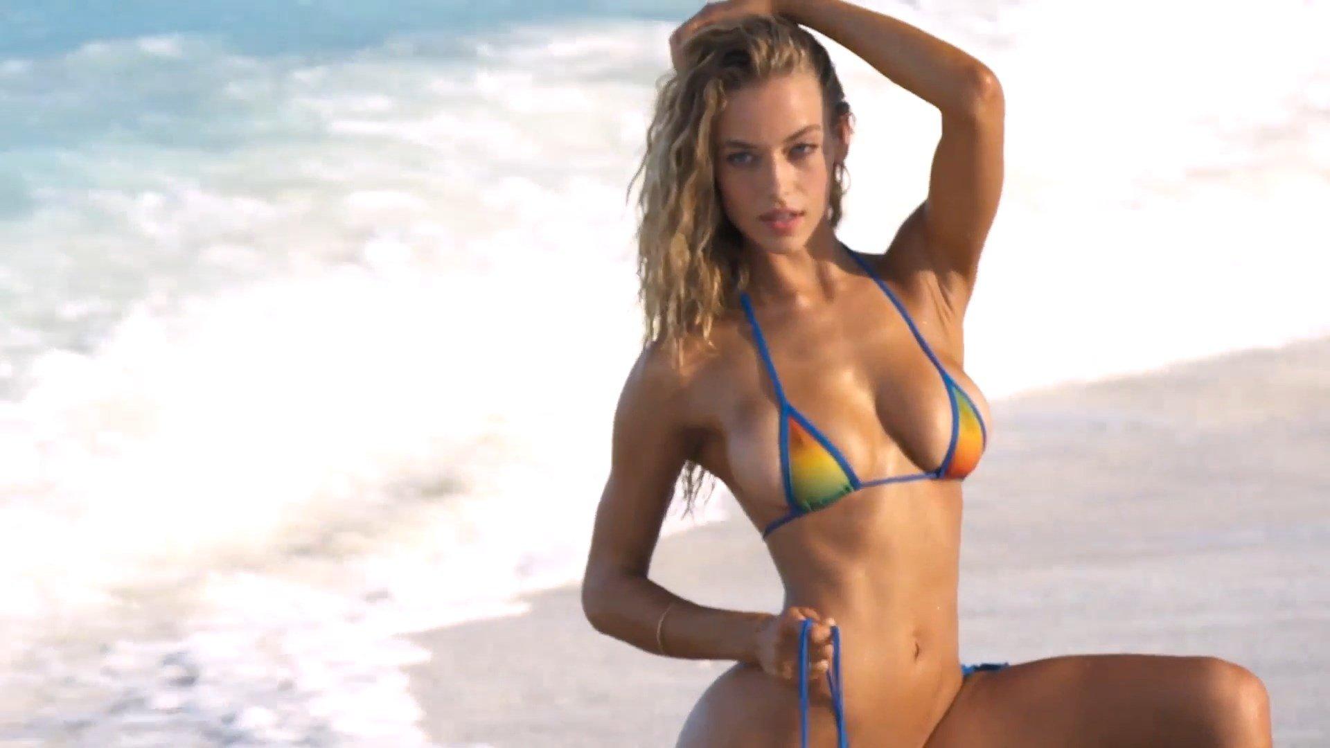 Nude female ass POV