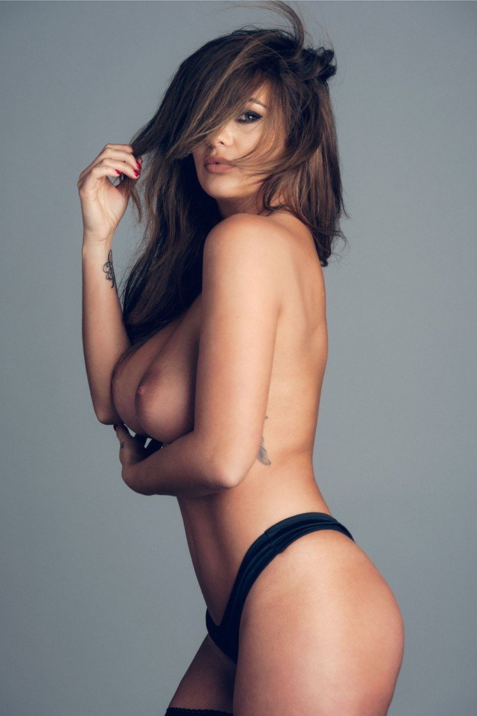 Holly Peers Topless (4 Photos – Page3)