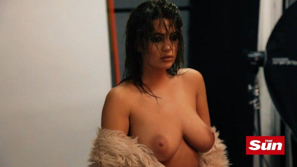 Holly Peers Topless (23 Photos)