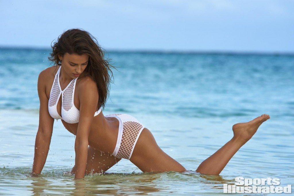 Irina-Shayk-Sexy-Topless-13