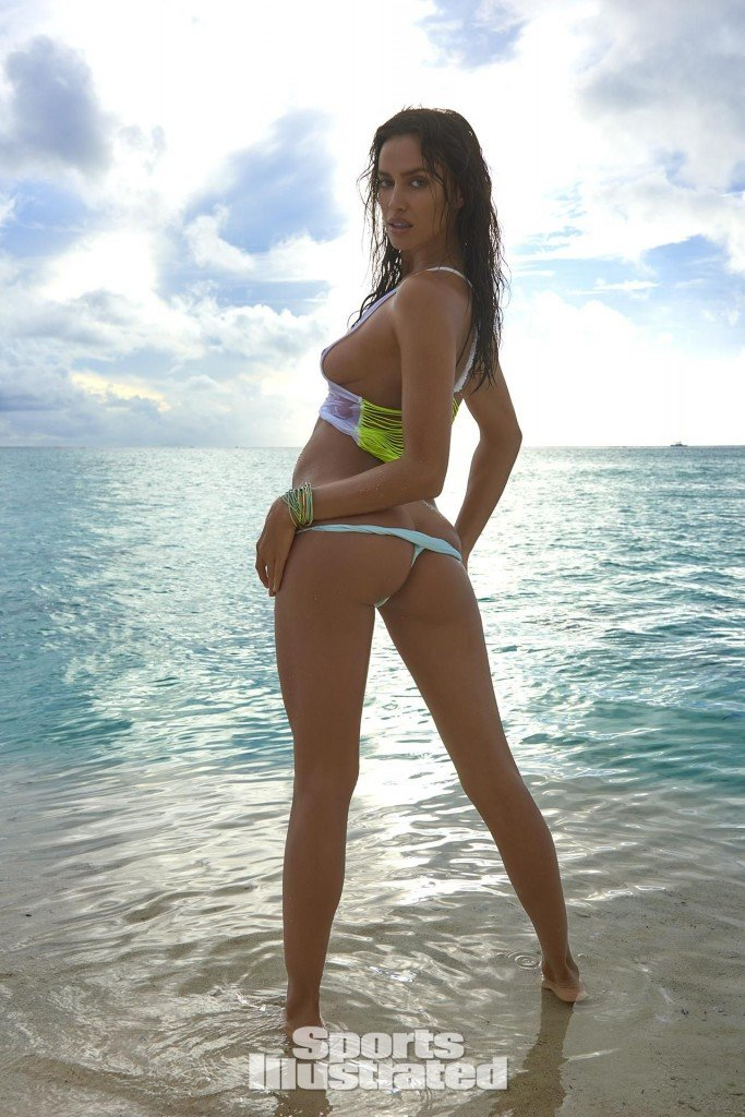 Irina-Shayk-Sexy-Topless-36