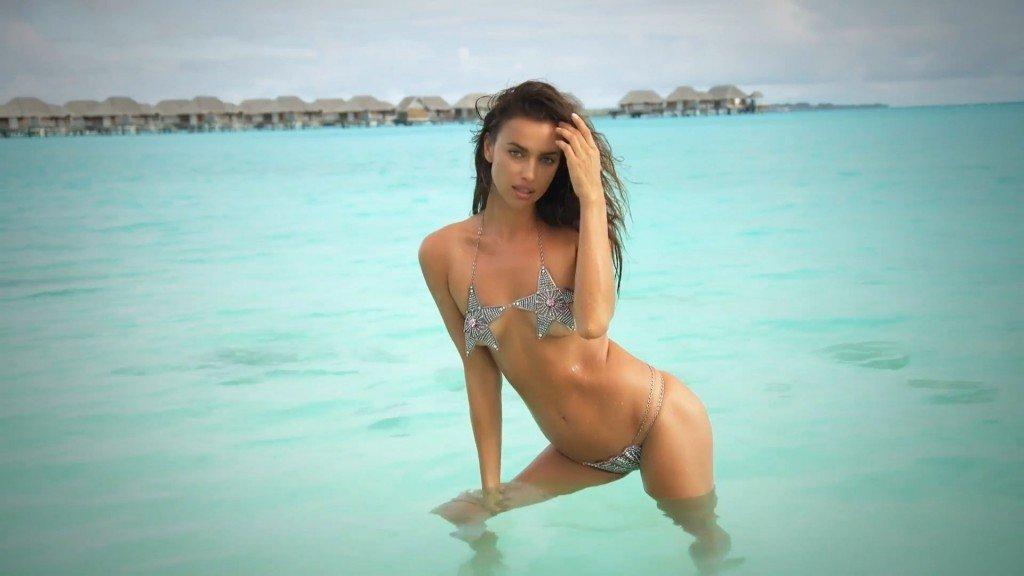 Irina-Shayk-Sexy-Topless-Intimates-11