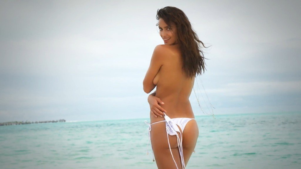 Irina-Shayk-Sexy-Topless-Intimates-36