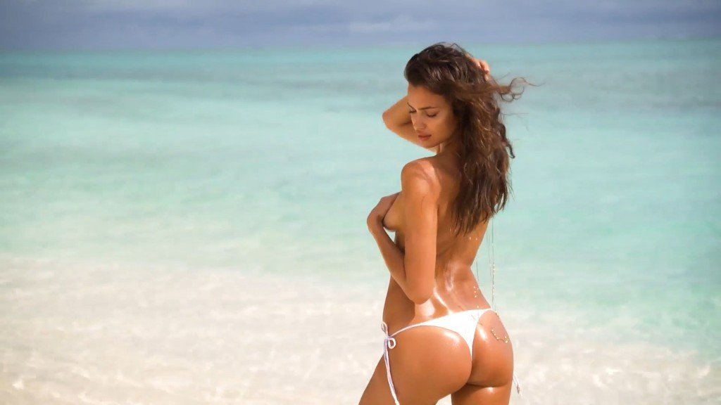 Irina-Shayk-Sexy-Topless-Uncovered-12