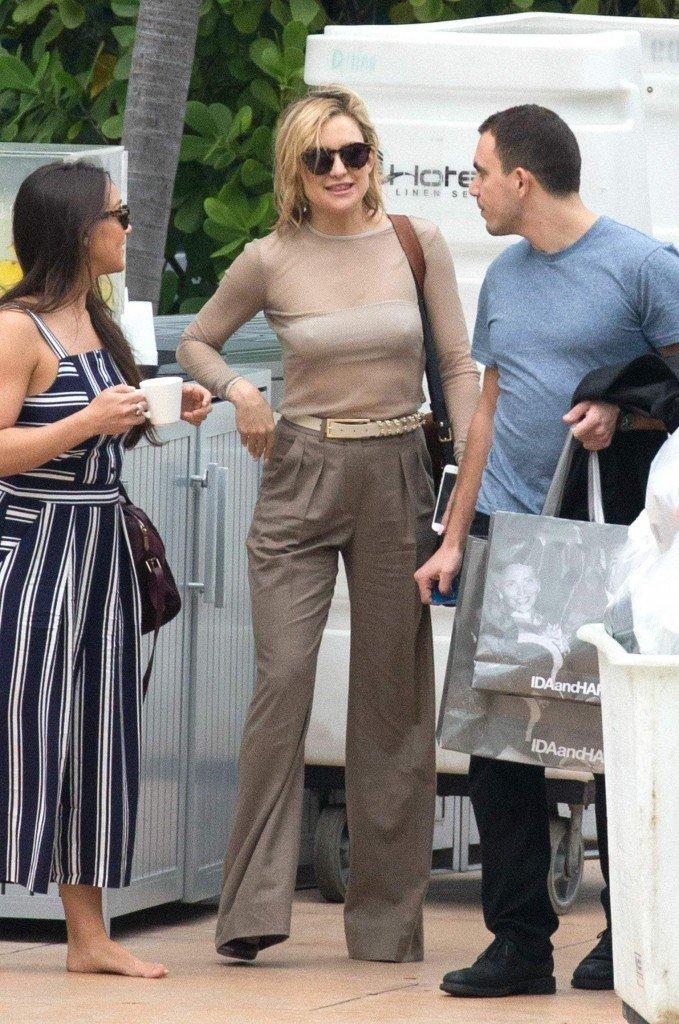 Kate Hudson Braless (17 Photos)