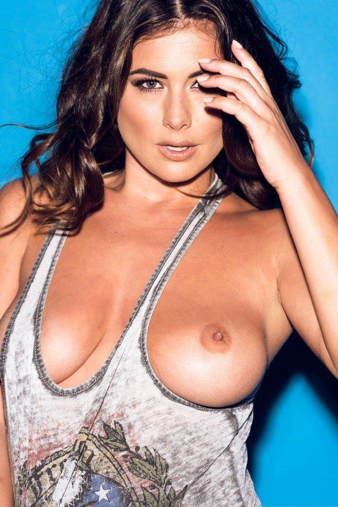 Kelly Hall Tits (4 Photos)