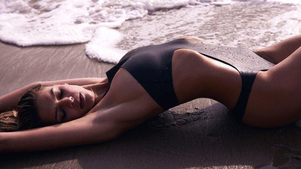Kelly Rohrbach Sexy (7 Photos)