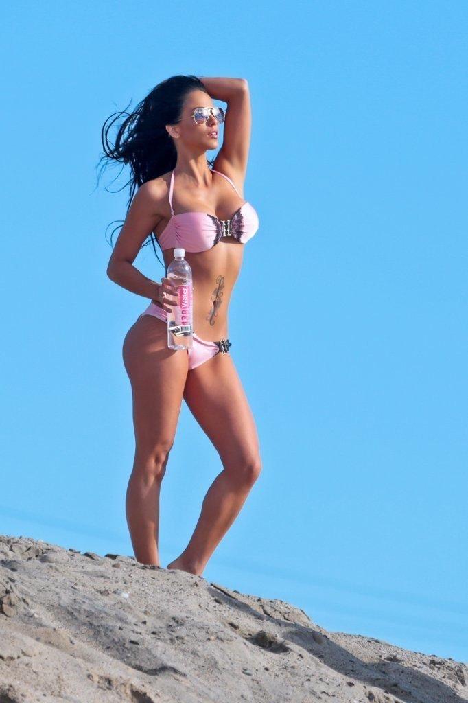 Melissa-Riso-in-a-bikini-10