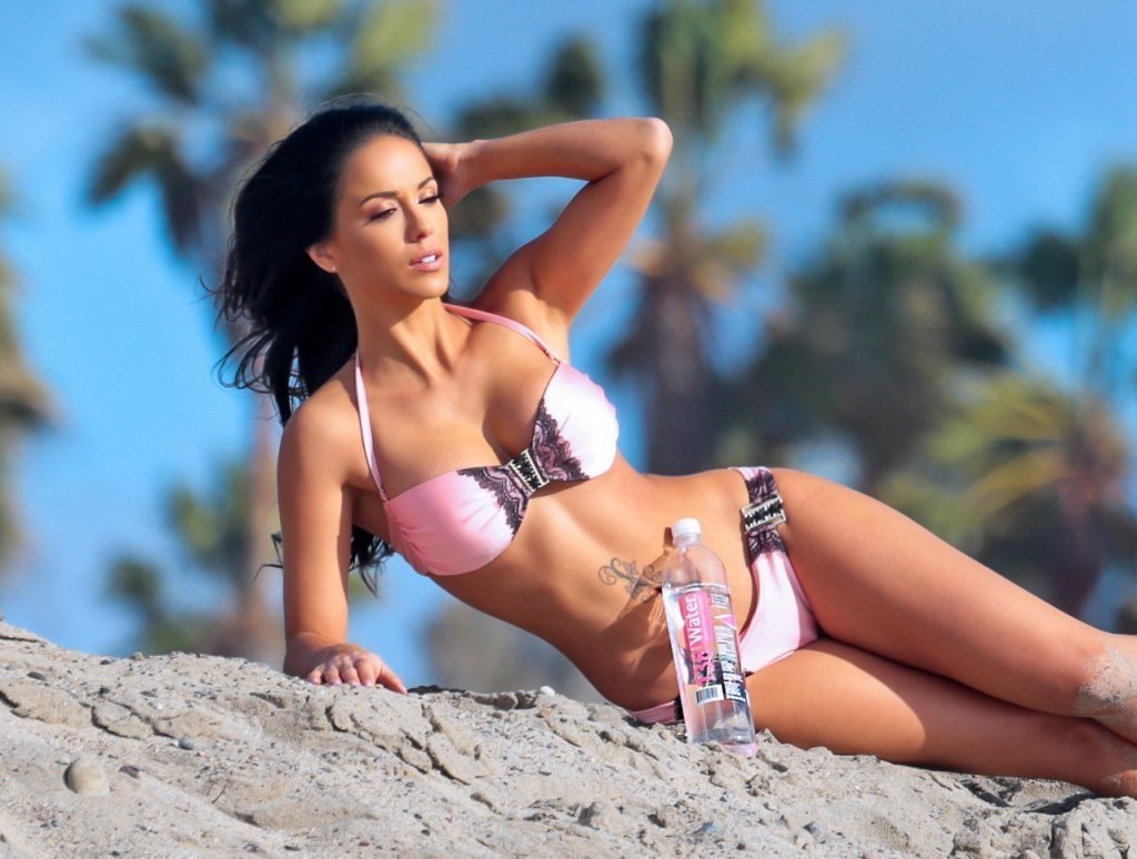 Melissa-Riso-in-a-bikini-29