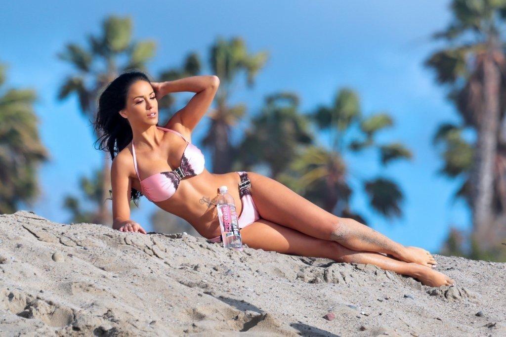 Melissa-Riso-in-a-bikini-30