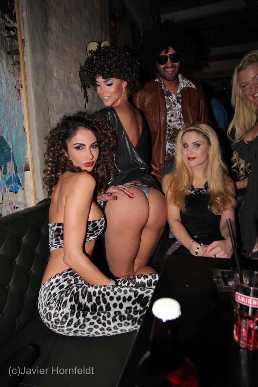 Tove lo flashing tits october 17 2015 - 1 part 2