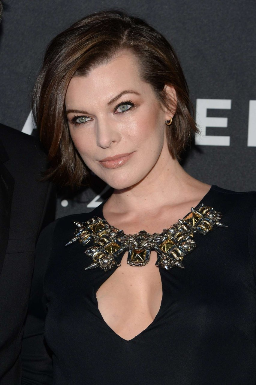Milla Jovovich Braless (14 Photos) | #TheFappening