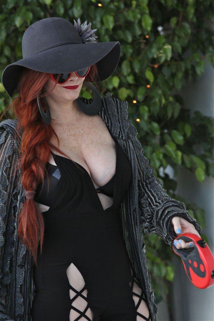 Phoebe Price Cleavage (11 Photos)
