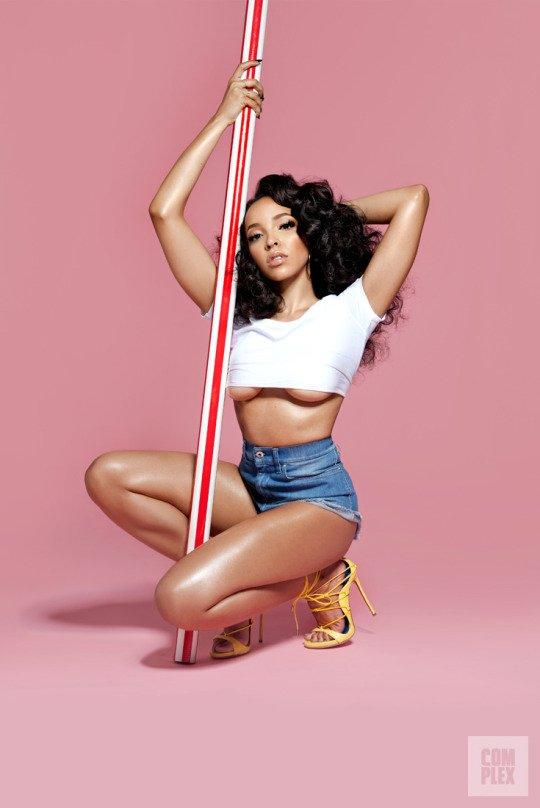 Tinashe Underboob (8 Photos + Gifs)