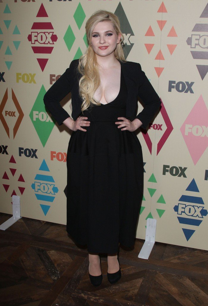 Abigail Breslin Cleavage 29