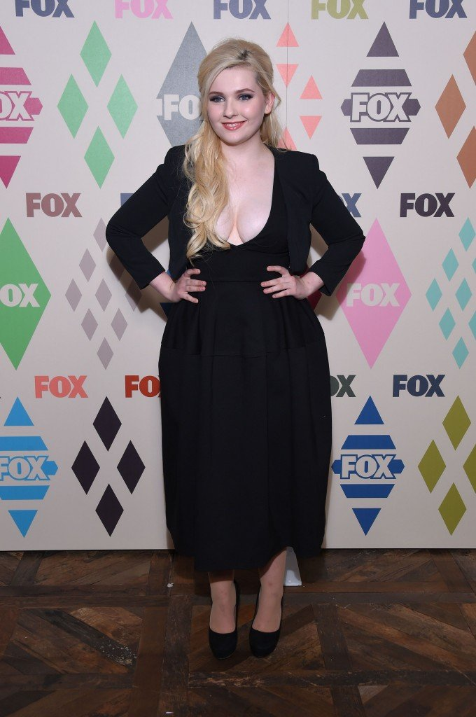 Abigail Breslin Cleavage 3