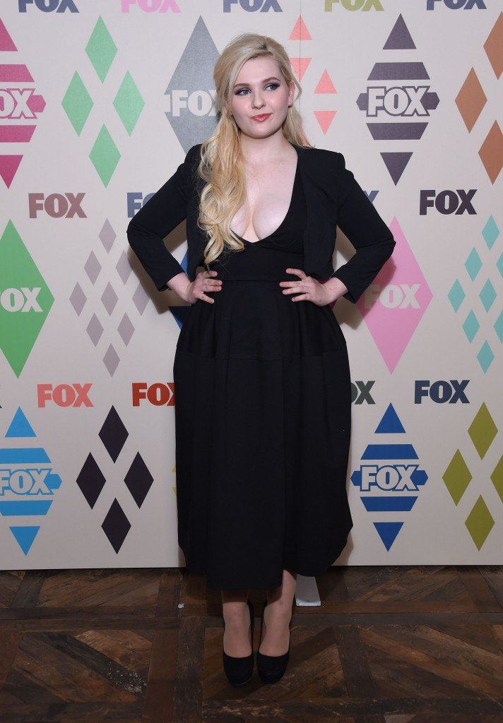 Abigail Breslin Cleavage 4