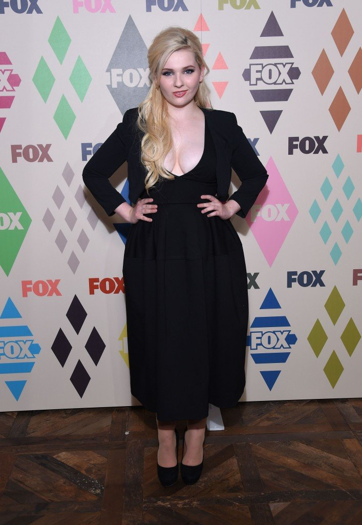 Abigail Breslin Cleavage 5