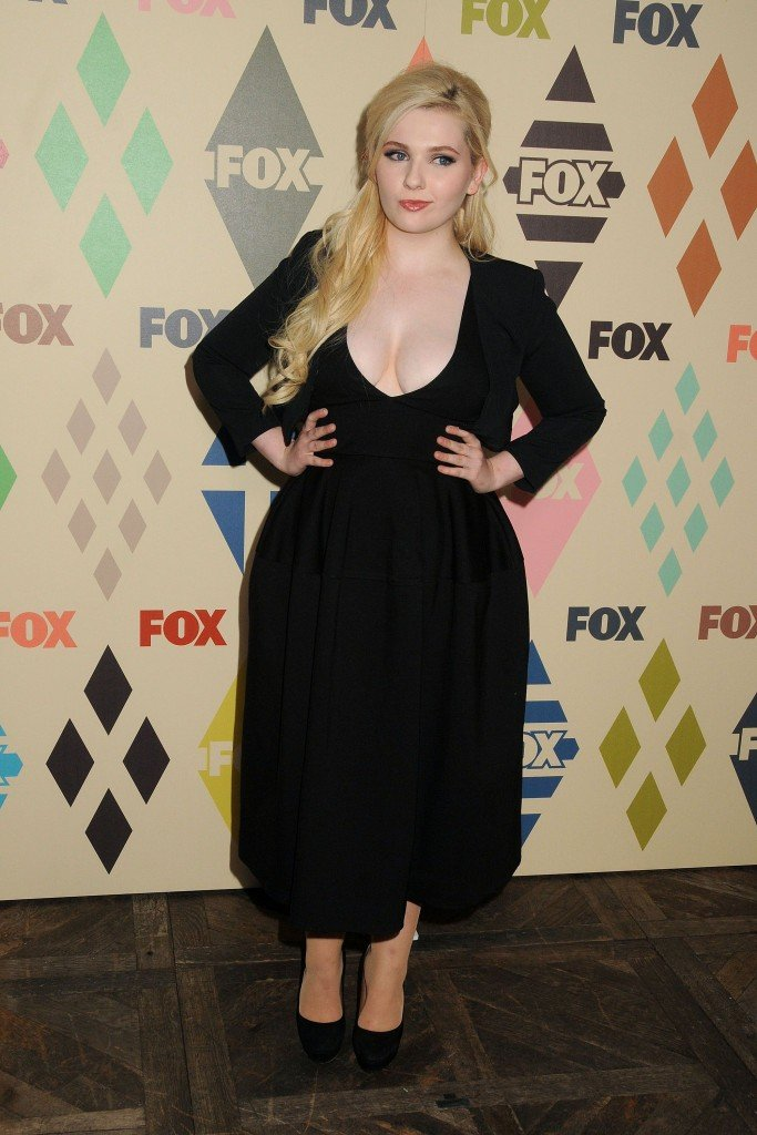 Abigail Breslin Cleavage 67