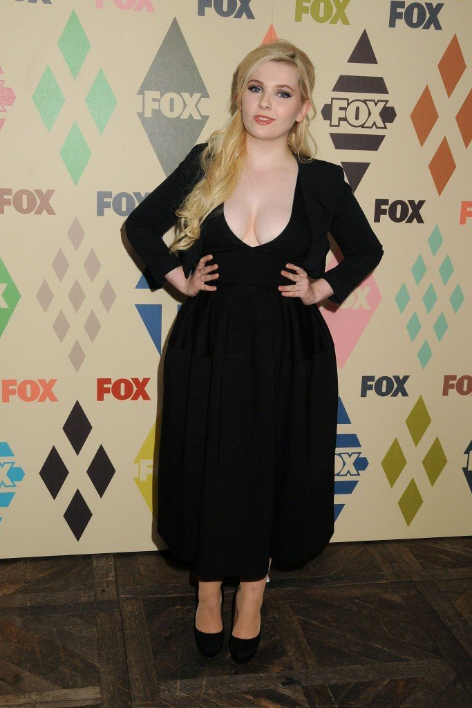 Abigail Breslin Cleavage 68