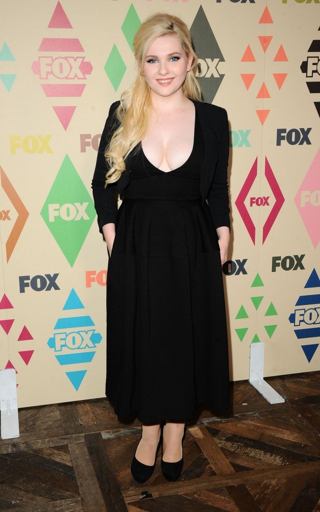 Abigail Breslin Cleavage 7