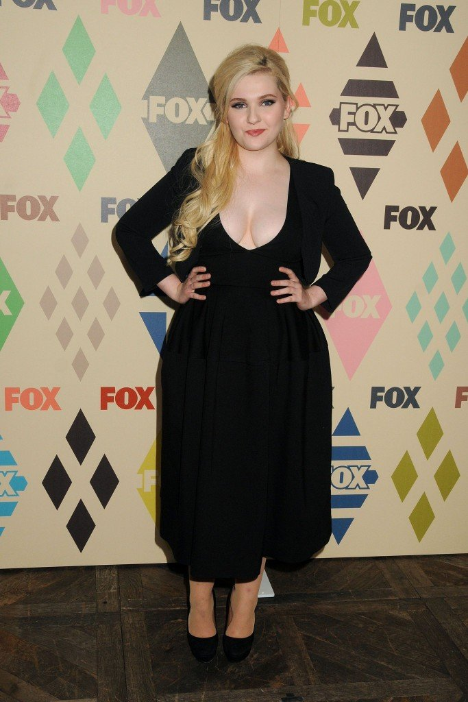 Abigail Breslin Cleavage 71