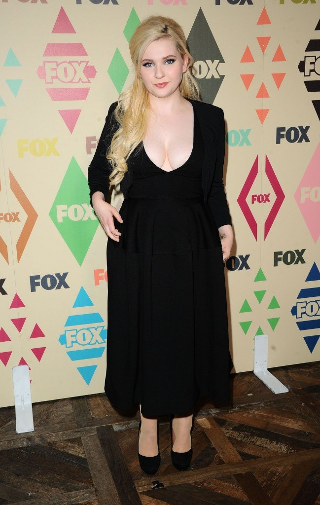 Abigail Breslin Cleavage 8