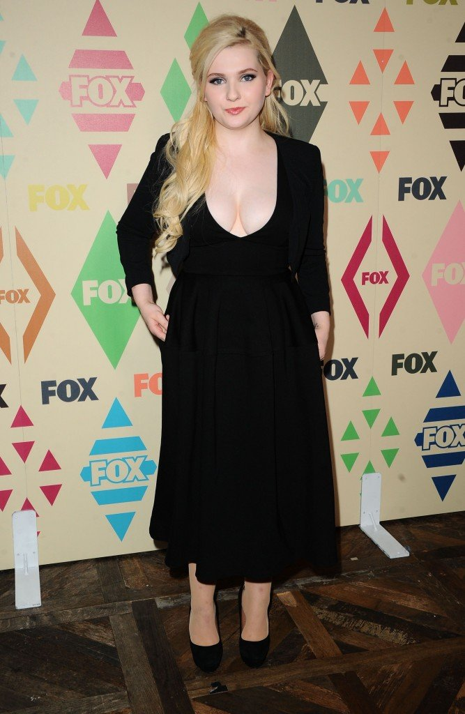 Abigail Breslin Cleavage 9