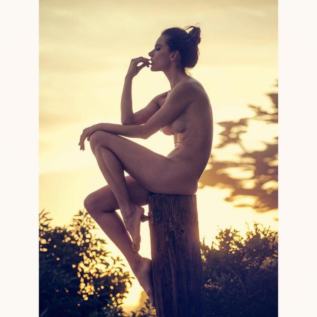 Alessandra Ambrosio Nude & Sexy 1