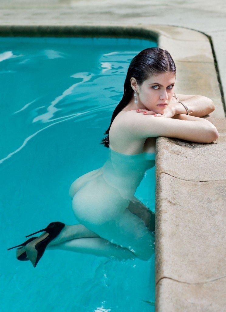 Alexandra Daddario Nude (1 Photo)