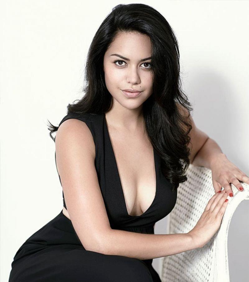 Alyssa Diaz Cleavage