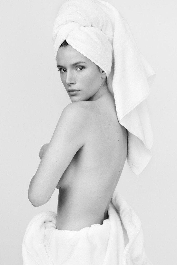 Bella Thorne Topless (1 Photo)