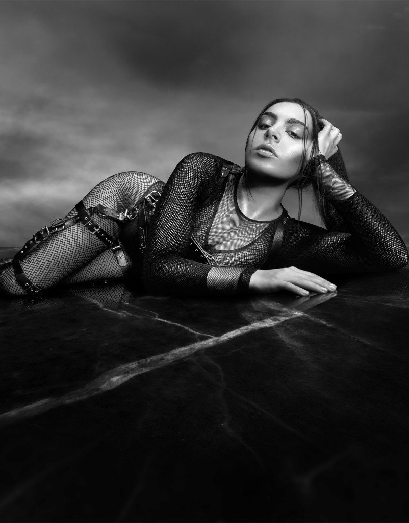 Charli XCX Sexy (3 Photos)
