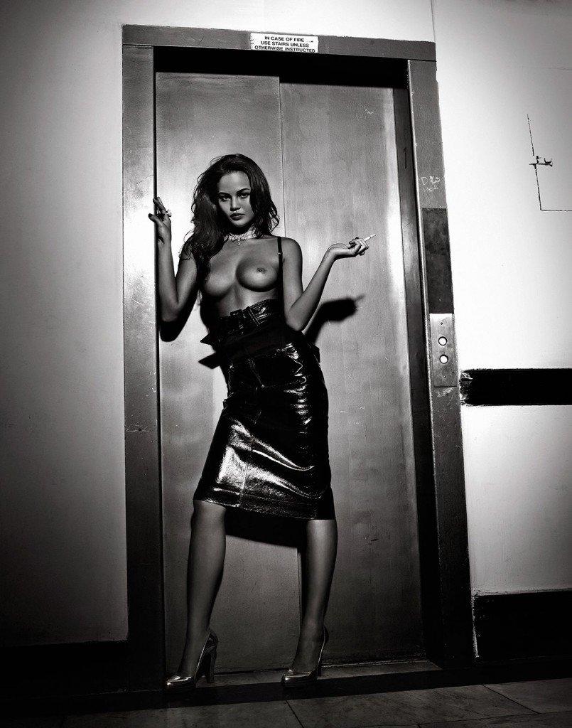 Chrissy Teigen Sexy & Topless 4
