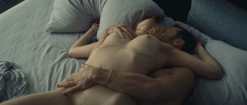 Évelyne Brochu Nude – Café de Flore (2011) HD 1080p