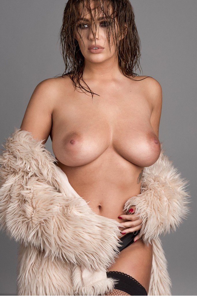 Holly Peers Topless (4 Hot Photos – Page3)