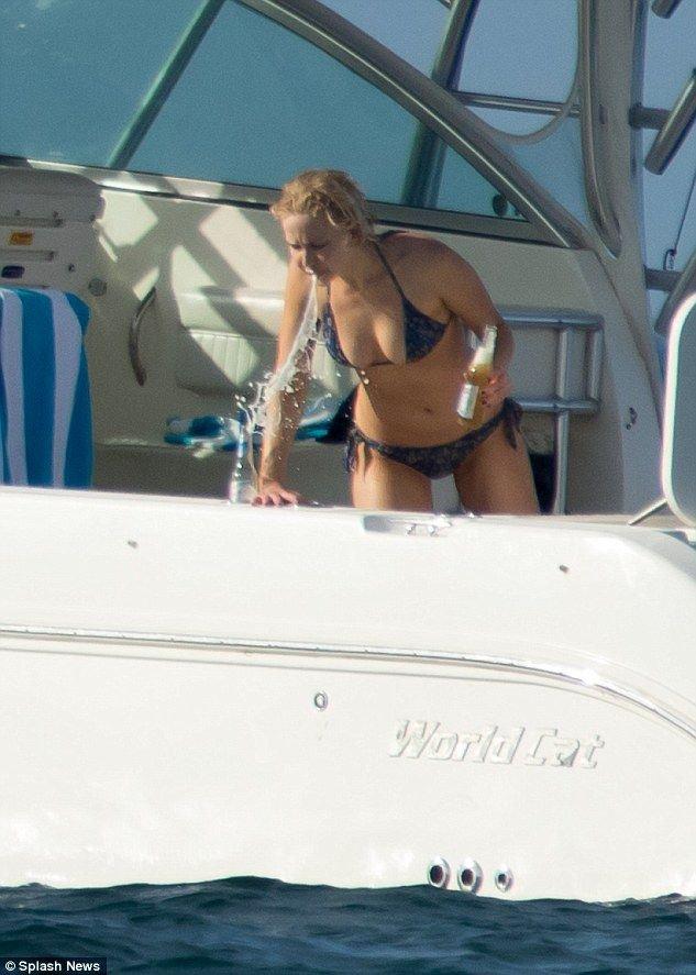 Jennifer lawrence bikini images