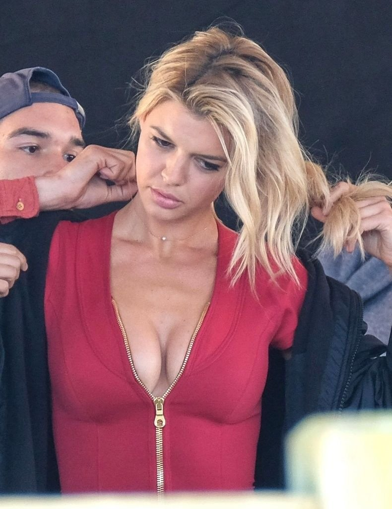 Kelly Rohrbach Cleavage (31 Photos)   #TheFappening