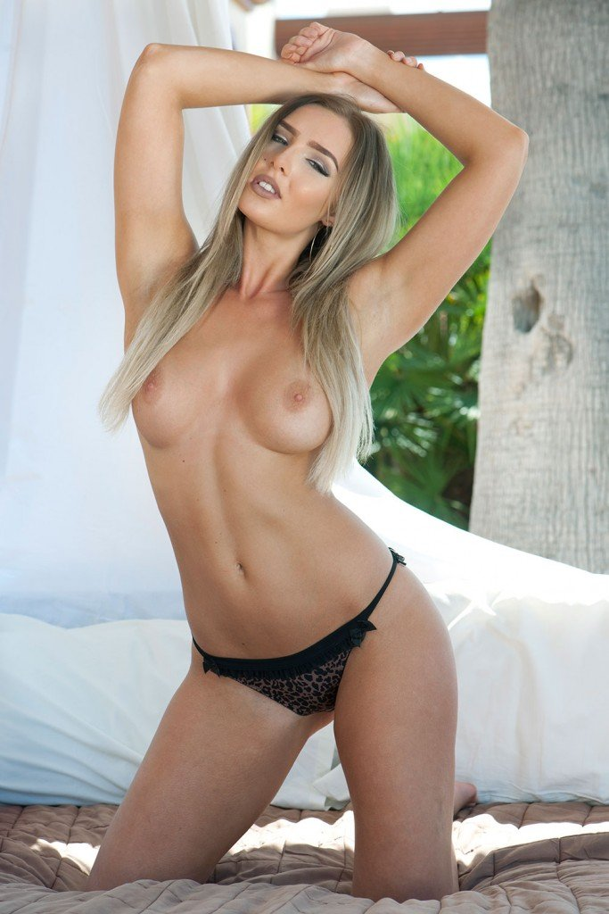Lissy Cunningham Sexy & Topless (4 Photos – Page3)