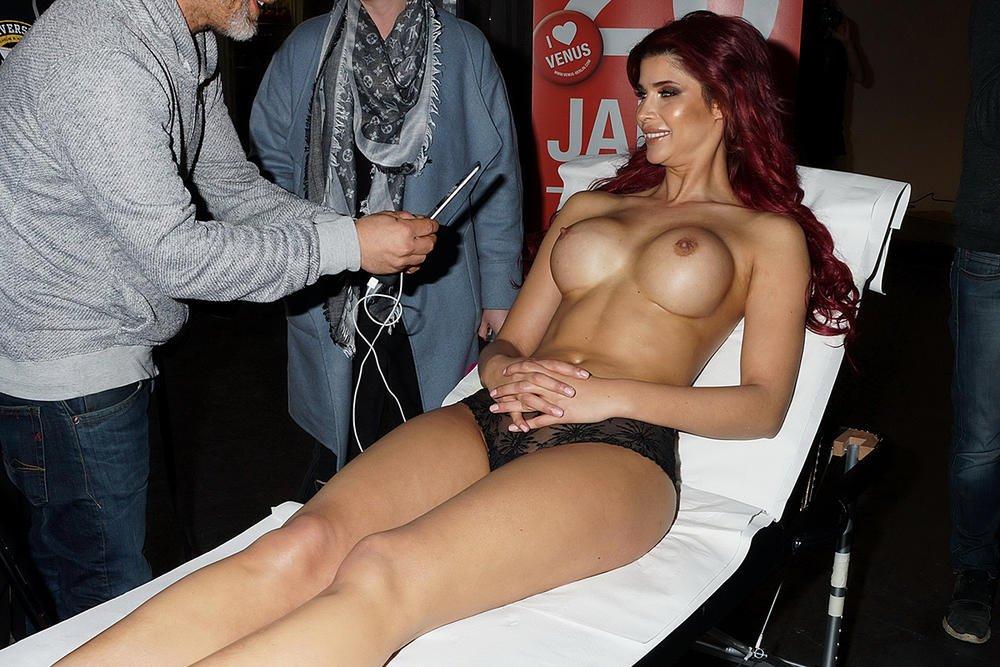 Micaela Schäfer Topless (10 Hot Photos)